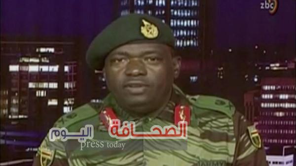 الجيش يستولي علي السلطة في زيمبابوي و يؤكد موجابي بخير