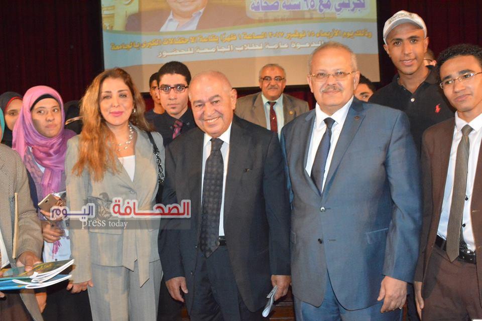 بالصور .. الكاتب صلاح منتصر يلتقى طلاب جامعة القاهرة