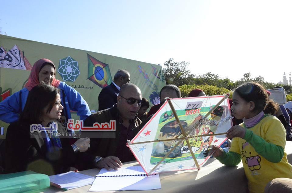 الأطفال يشاركون فى مهرجان مجلة علاء الدين للطائرات الورقية