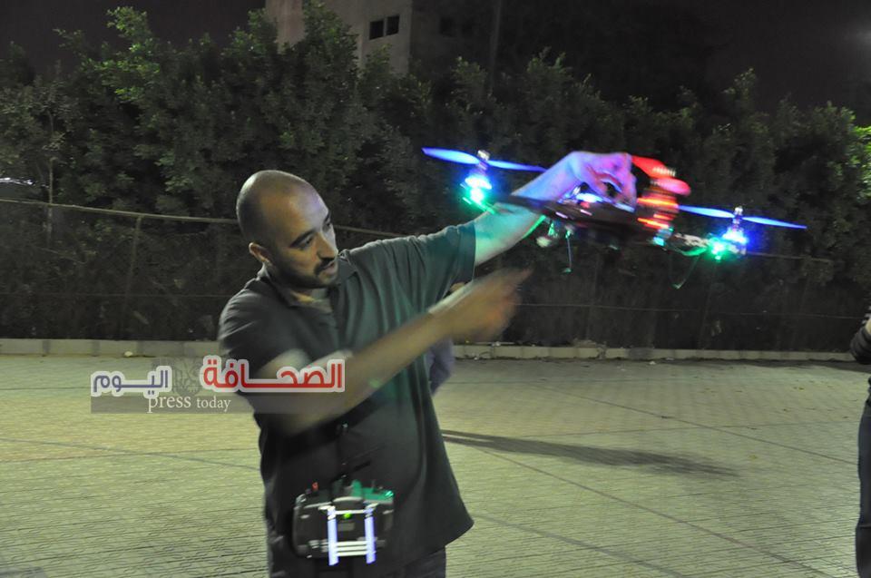 بالصور .. مهندس مصرى يبتكر أصغر طائرة فى العالم تعمل بشفرة أليكترونية