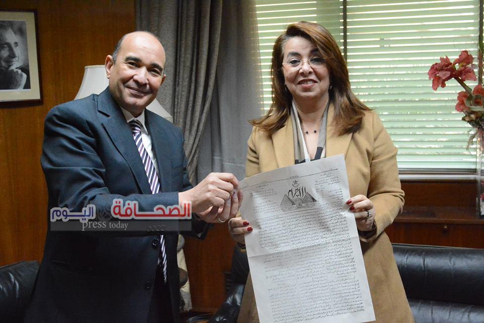 """وزيرة التضامن تهنئ"""" ثابت"""" بمناسبة مرور 142 عاما على صدورالأهرام"""