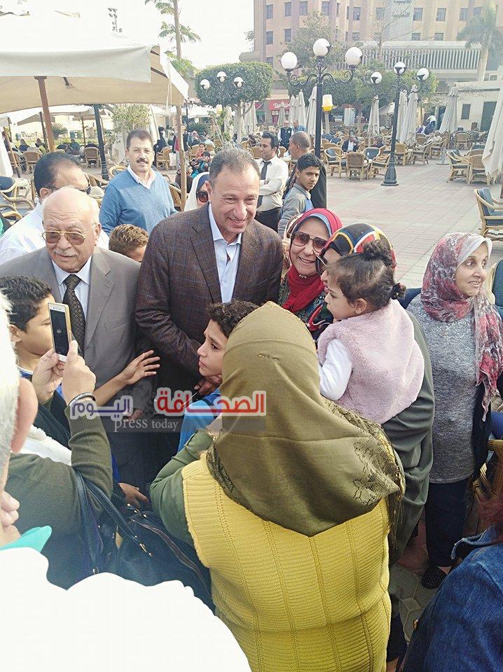 الخطيب يزور فرع الأهلى بمدينة نصر ويشكر أعضائه