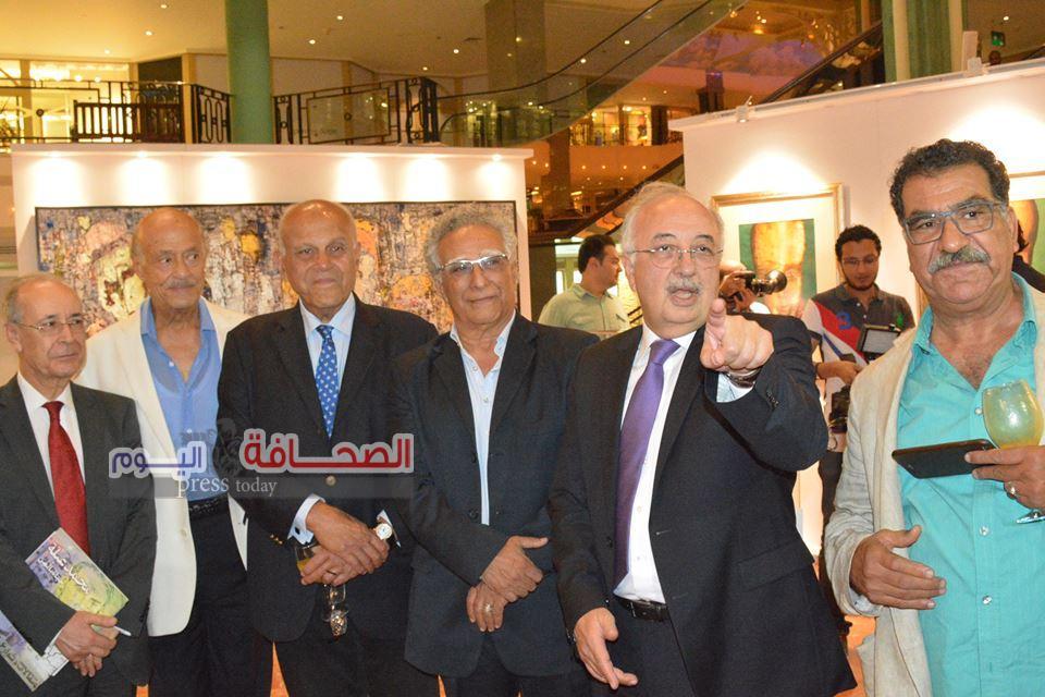 د. مجدى يعقوب يفتتح معرض الفن من أجل الحياة