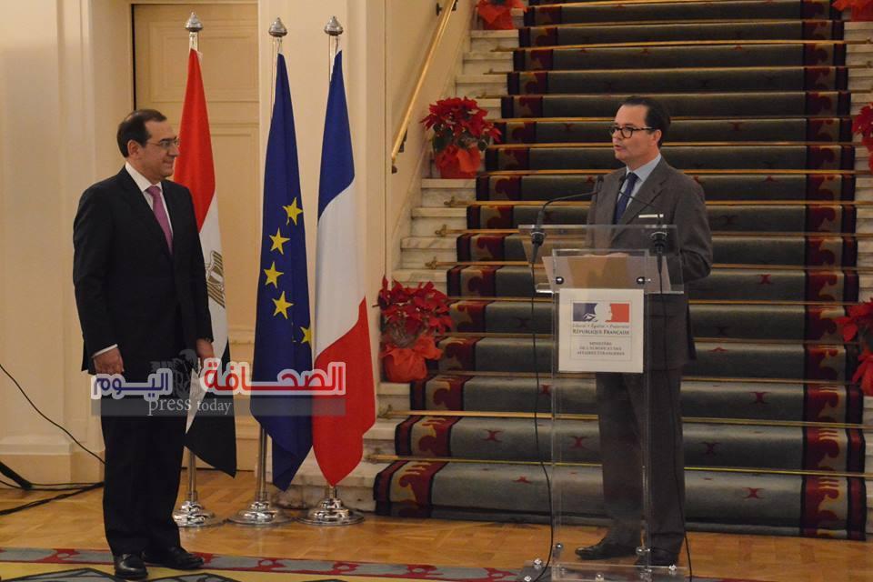 بالصور .. منح طارق الملا وزير البترول أعلى وسام فى فرنسا