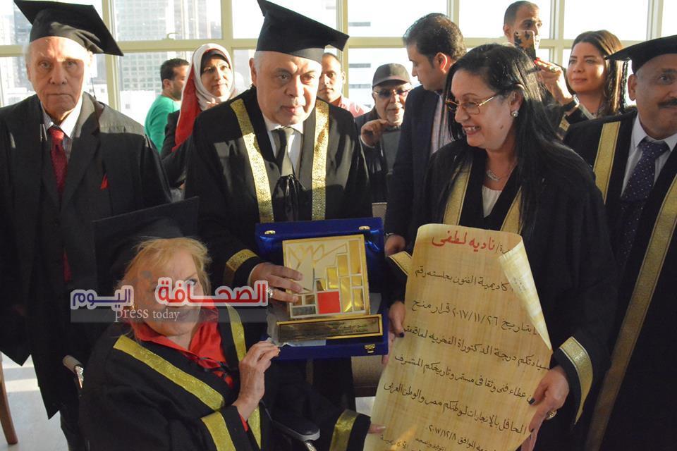 بالصور .. أكاديمية الفنون تمنح الفنانة نادية لطفى الدكتوراة الفخرية