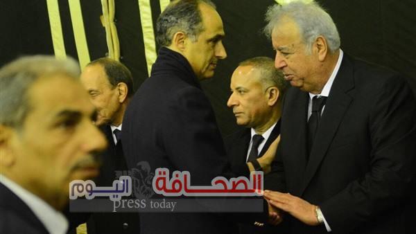 بالصور .. مندوب الرئاسة وجيهان السادات وجمال قدموا العزاء لأسرة إبراهيم نافع