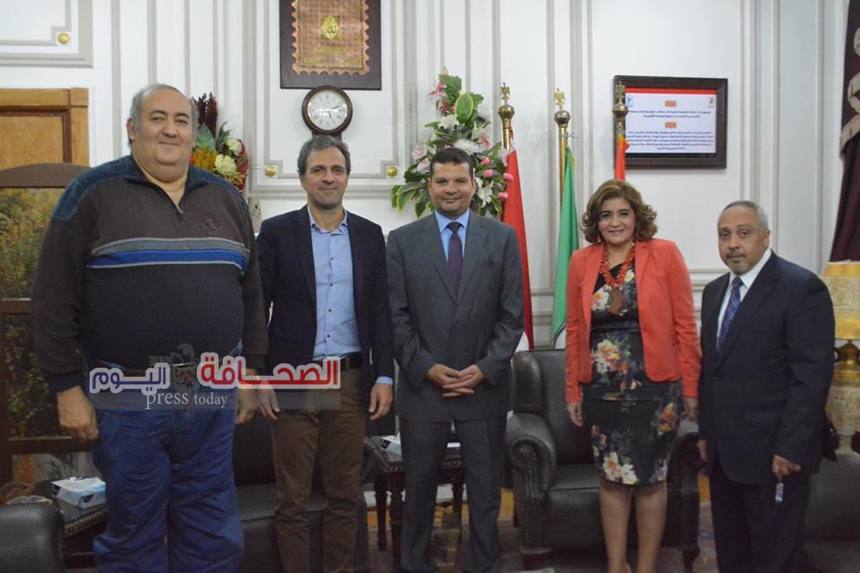 المتحدث الاعلامى للفيفا فى جامعة القاهرة