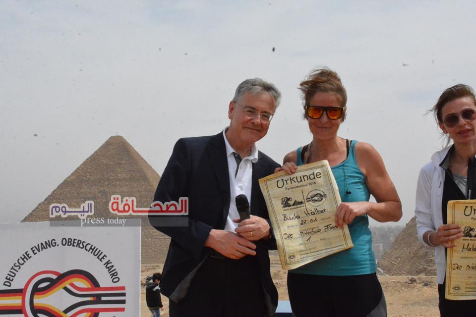 سفير ألمانيا يكرم المشاركين فى سباق أهرامات الجيزة