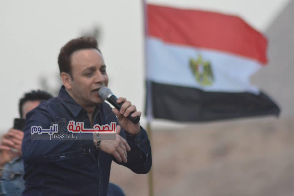 بالصور..مصطفى قمر والعسيلى أحيا الحفل السنوى لمصر للغات