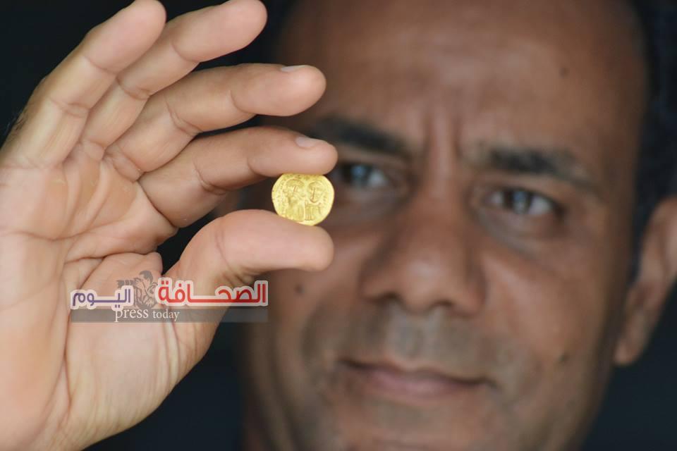 بالصور ..إنتشال أول دينار عربى من الذهب بخليج أبو قير
