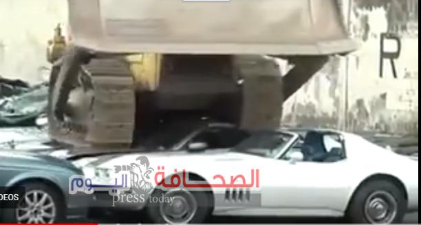 بالفيديو : الرئيس الفلبينى يدمر عددآ من السيارات الفارهة لتهربها من الجمارك