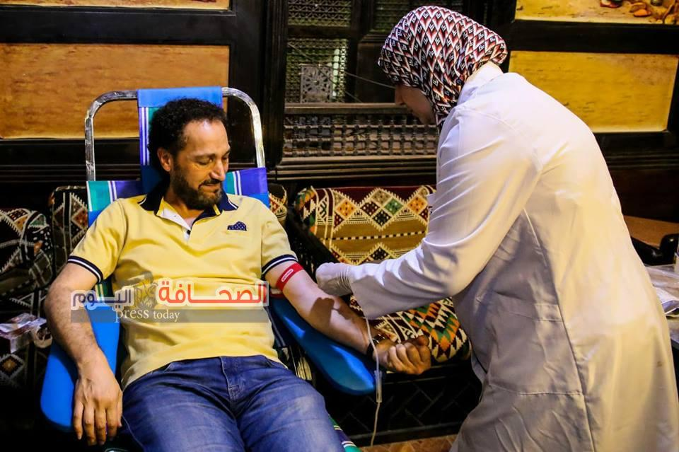 نصير شمة يتبرع بالدم مع تلاميذه في بيت العود في القاهرة