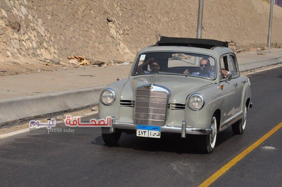 بالصور ..موكب للسيارات النادرة يجوب شوارع القاهرة والجيزة