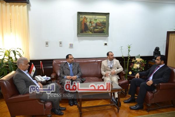 وفد سلطنة عمان يزور جامعة الأسكندرية
