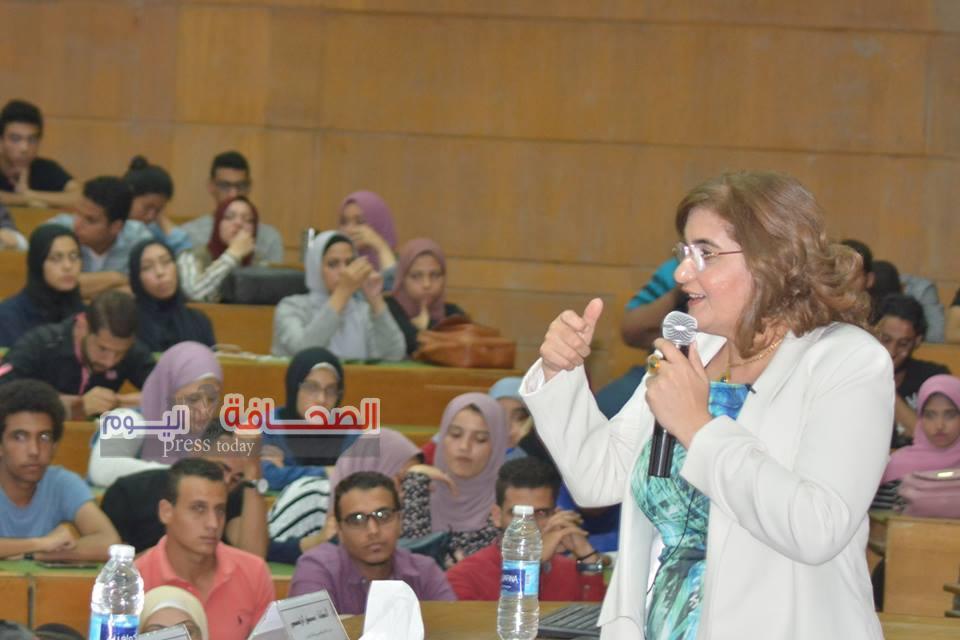 ورشة تثقيفية لخريجى جامعة القاهرة حول فرص العمل بمواقع الانترنت