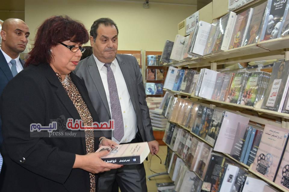بالصور .. د. إيناس تفتتح مكتبة الترجمة الفورية بالمركز القومى للترجمة