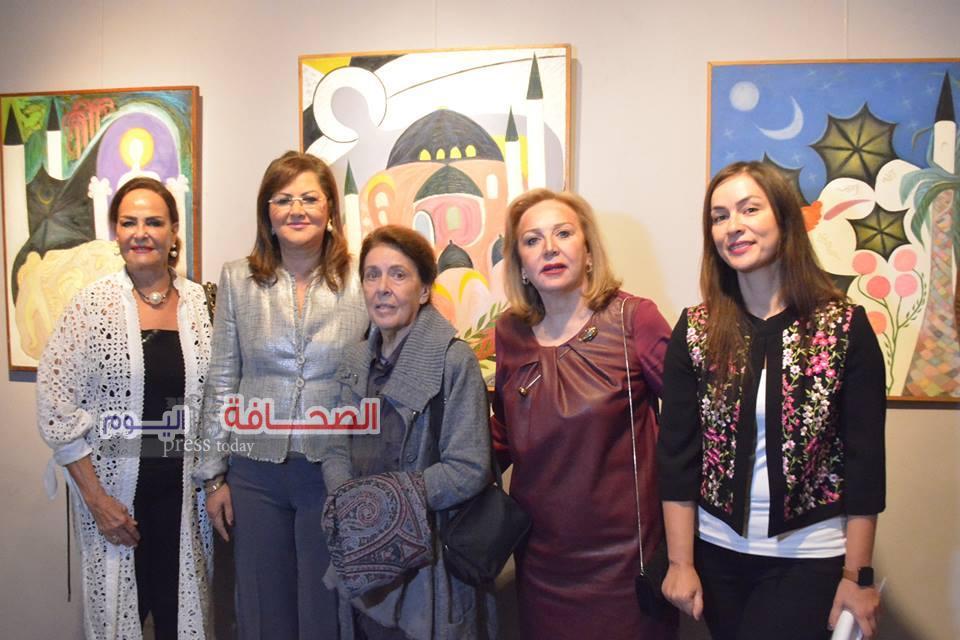 """بالصور .. د. هالة السعيد تفتتح معرض سيمفونية الخير للفنانة """"وسام فهمى """""""