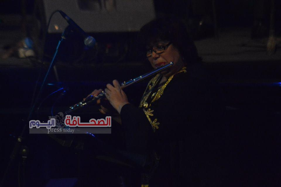 بالصور .. وزيرة الثقافة تعزف للنيل والسلام بدار الاوبرا