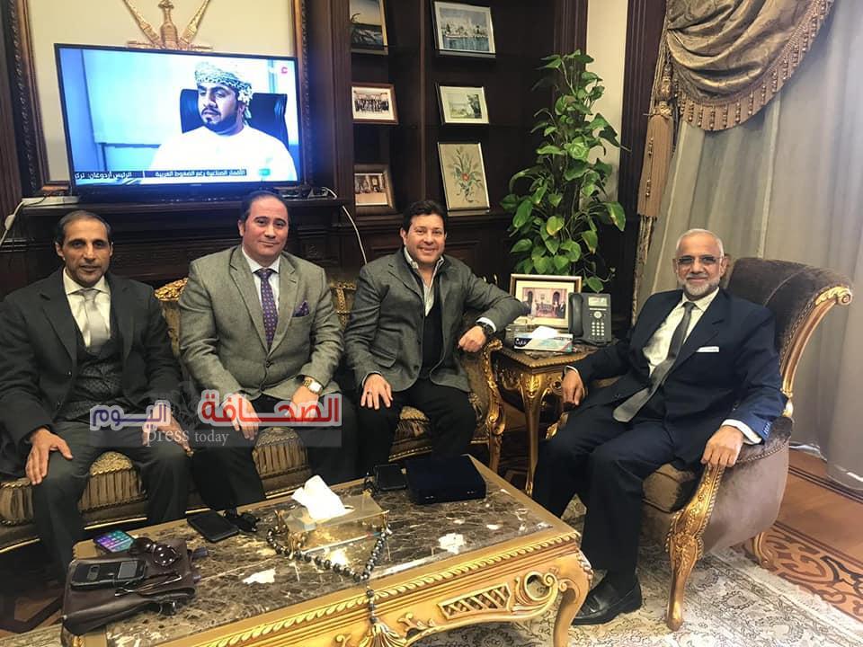 الدكتور العيسائى سفير سلطنة عُمان يستقبل الفنان هانى شاكر