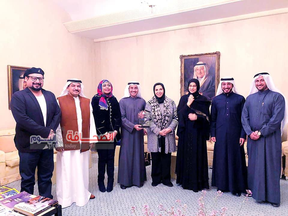 بالصور:د. سعاد الصباح تستقبل وفد رابطة الأدباء الكويتيين