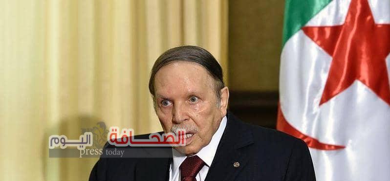 الرئيس الجزائرى عبدالعزيز بوتفليقة يعلن استقالته من منصبه، قبل انتهاء ولايته