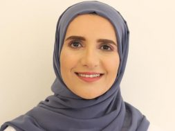 روائية عُمانية أول عربية تفوز بجائزة مان بوكر العالمية