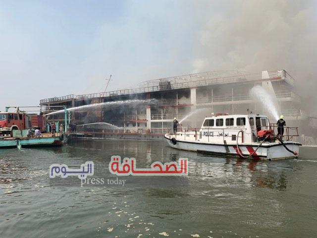 بالصور .. غرق الباخرة ميريت الباشا عقب أخماد حريق إندلع بقاعاتها