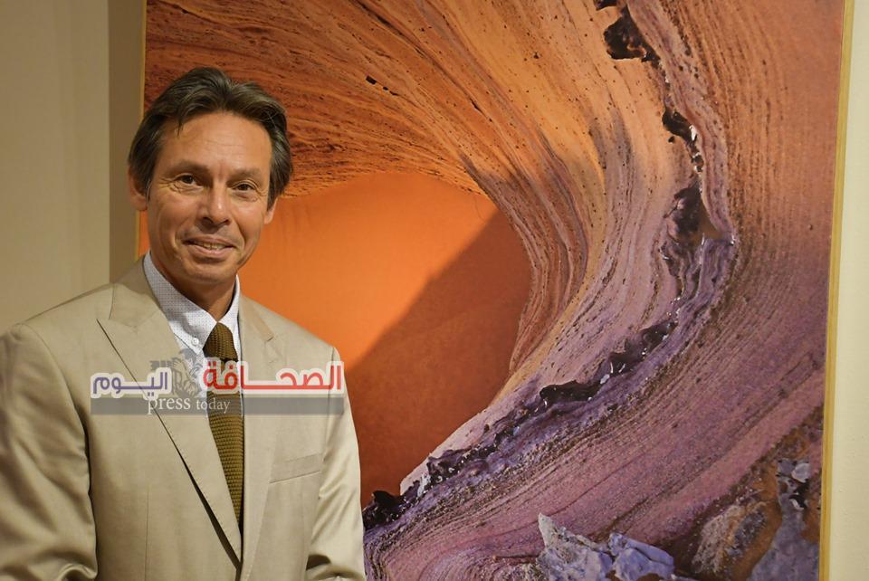 """بالصور .. كنوز الصحراء المصرية فى معرض فنى لـ""""وائل عابد"""""""
