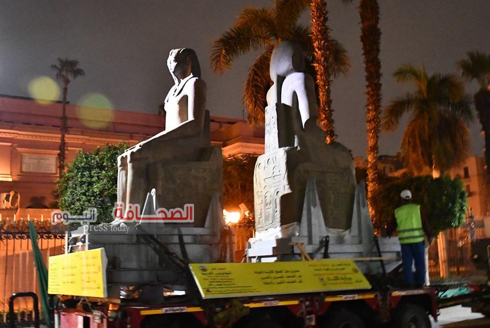 بالصور ..نقل 4 قطع أثرية كبيرة من المتحف المصرى للمتحف الكبير