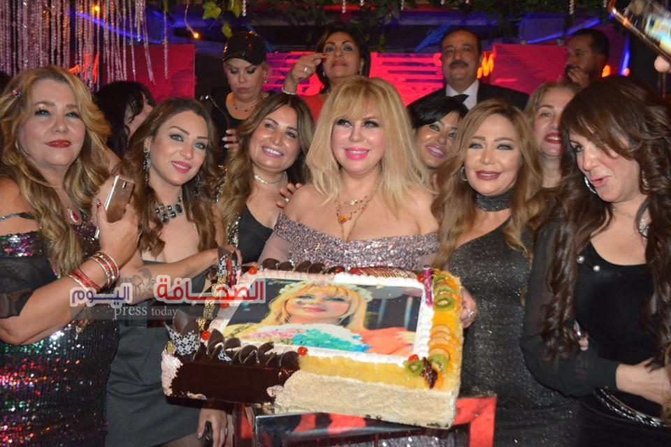 بالصور .. نجوم الفن والمجتمع فى حفل عيد ميلاد الفنانة منى أش أش