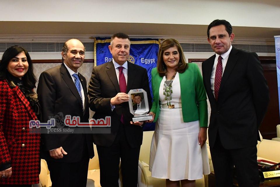 بالصور .. نادى كايرو رويال يكرم رئيس جامعة عين شمس