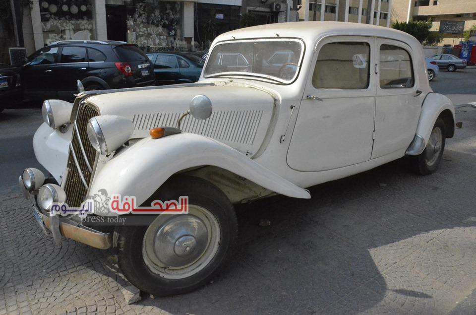 بالصور .. رجل أعمال يشثرى سيارتى الفنان أسماعيل ياسين