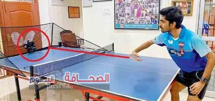 أشهر لاعب تنس طاولة هندى يتدرب مع ربوت