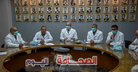 """مجلس تحرير جريدة """"الأهرام"""" بالبالطو الأبيض تضامنآ وتقديرآ لأطباء مصر"""