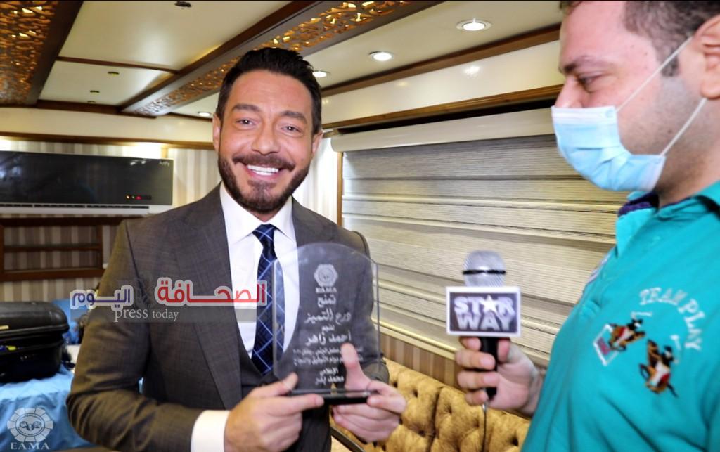 احمد زاهر يواصل حصد الجوائز عن «فتحي البرنس»