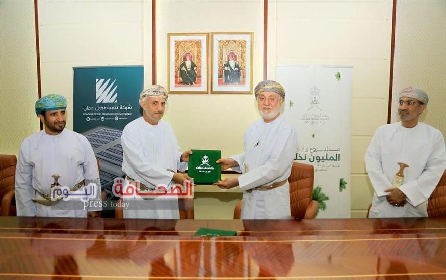 """سعياً لتحقيق """"رؤية 2040"""" … سلطنة عُمان توقع 3 اتفاقيات استثمارية في مجال التمور ومشتقاتها"""