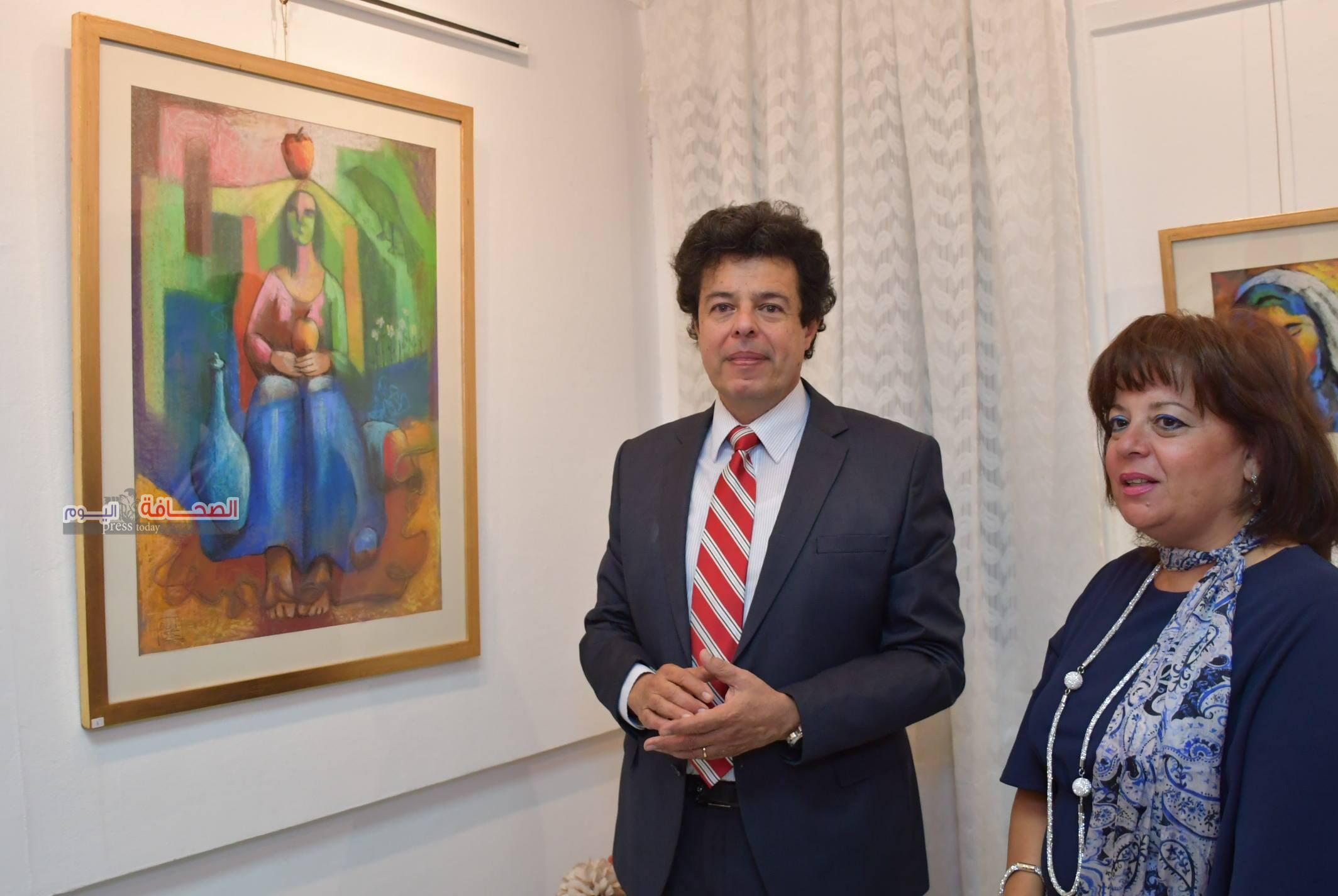 """بالصور.. إفتتاح معرض أزرق دافئ للفنانة """"أيمان حكيم"""""""