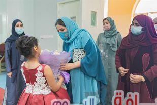 بمناسبة عيد الأم … حَرَم سلطان عُمان تزور مركزاً للأطفال الأيتام