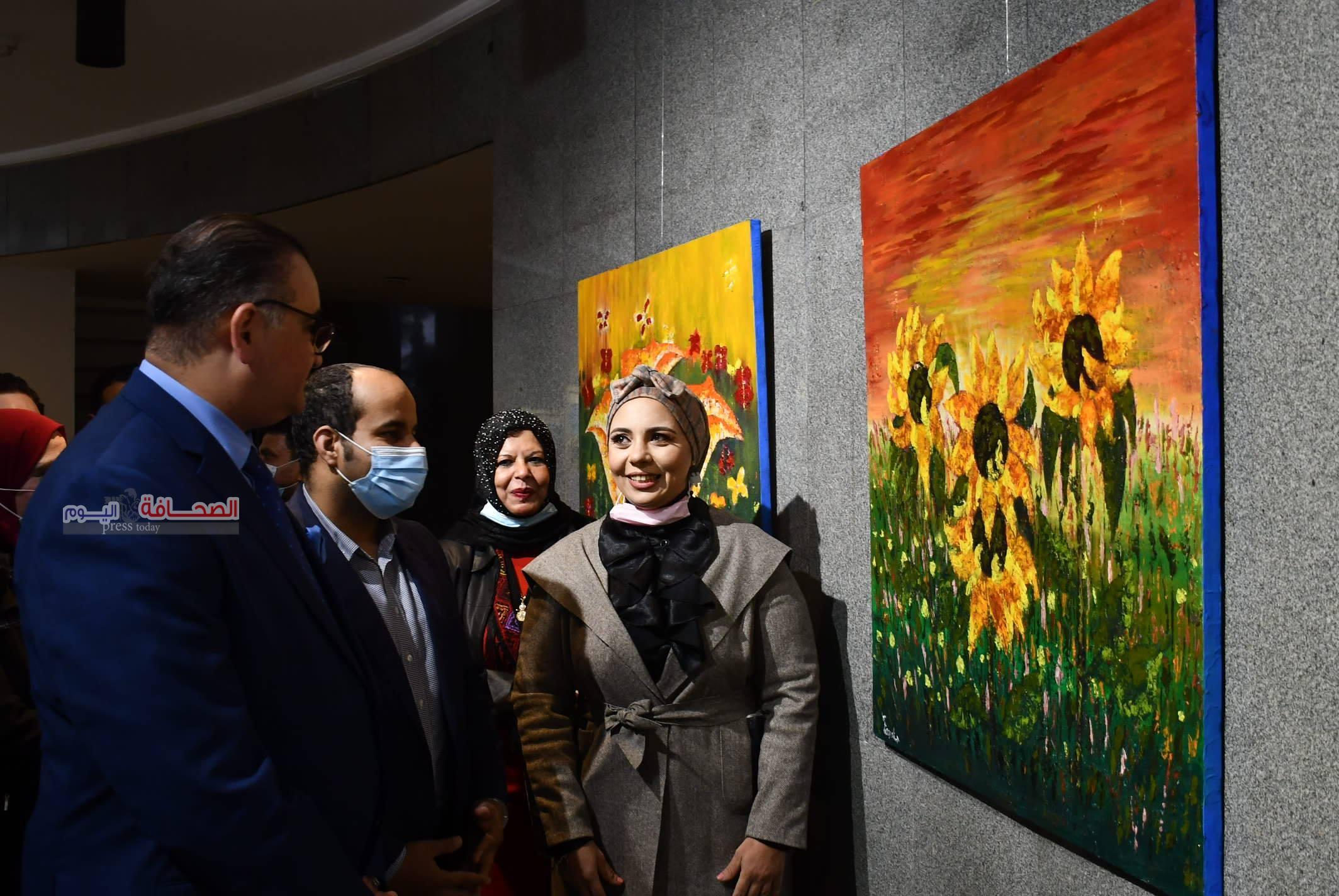 بالصور : د. حيدر الجبورى  يفتتح معرض لحن الالوان للفنانة حسناء رمضان