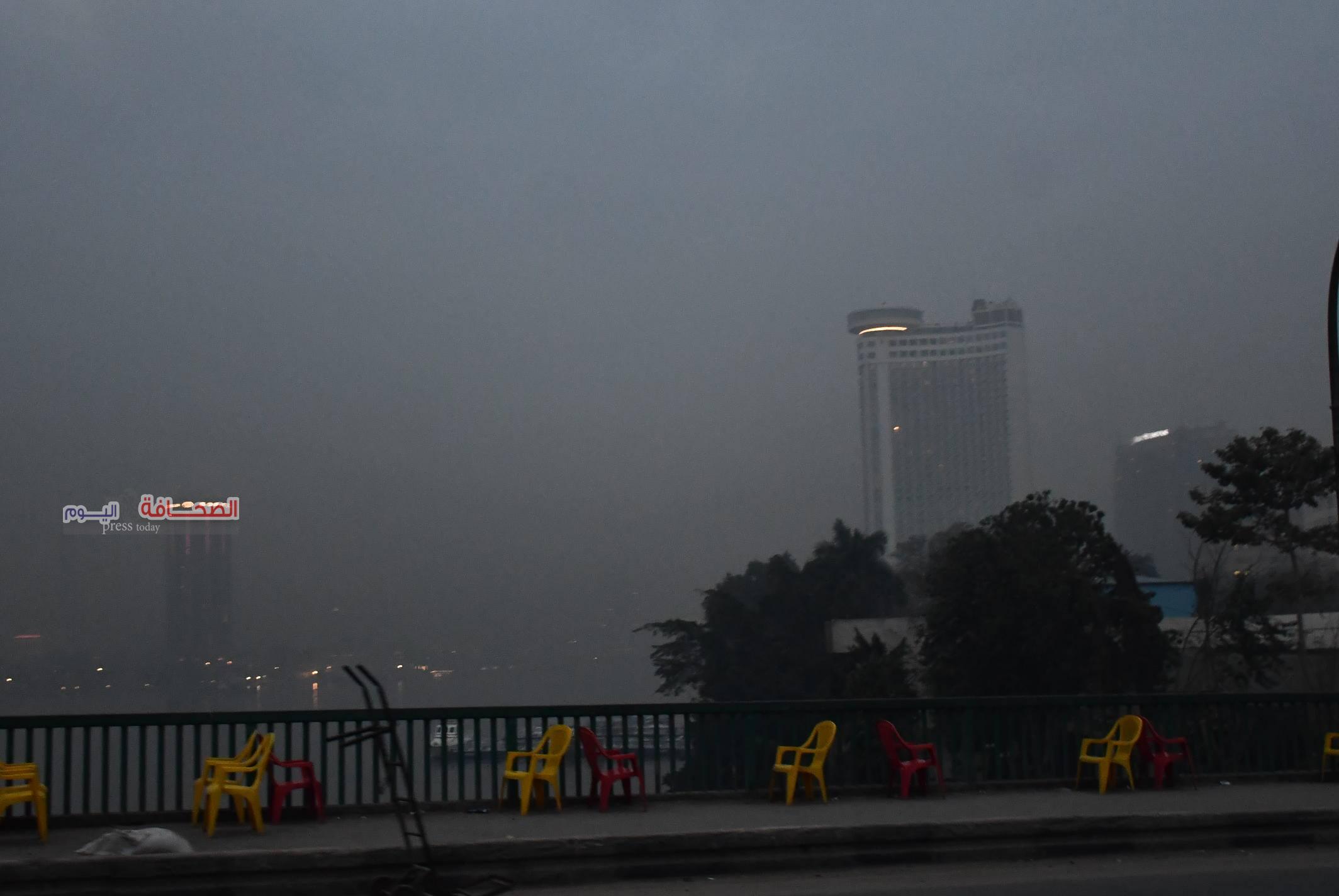 بالصور .. عاصفة ترابية تحجب الرؤية فى سماء القاهرة
